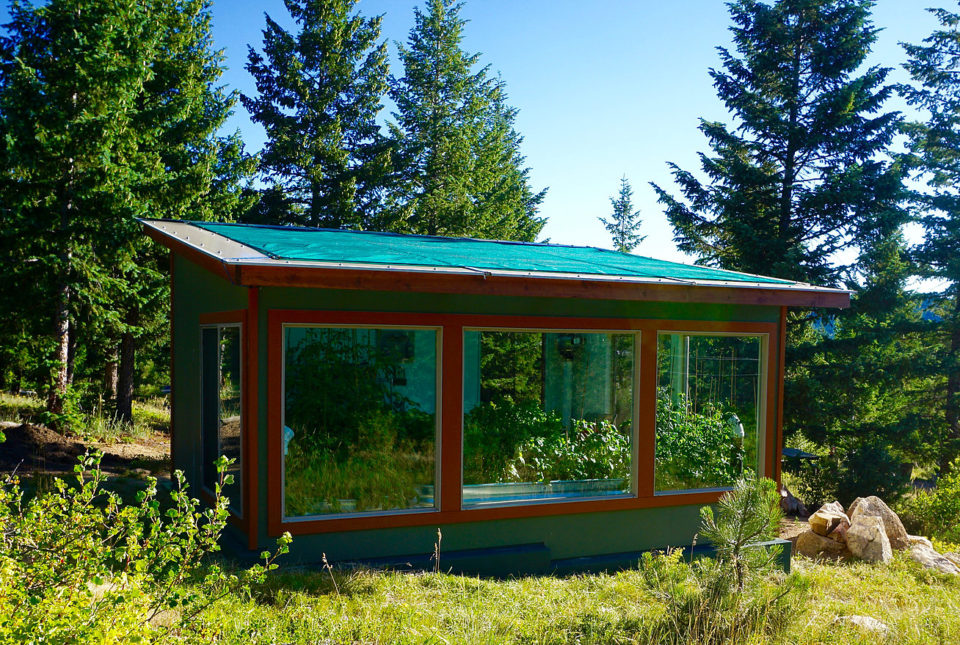 Energy-Efficient Ways to Cool a Greenhouse